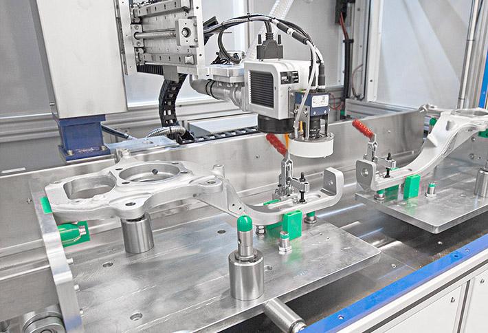 orione-processo-marcatura2 Маркировать большие компоненты без простоя оборудования: лазерный маркер Orion