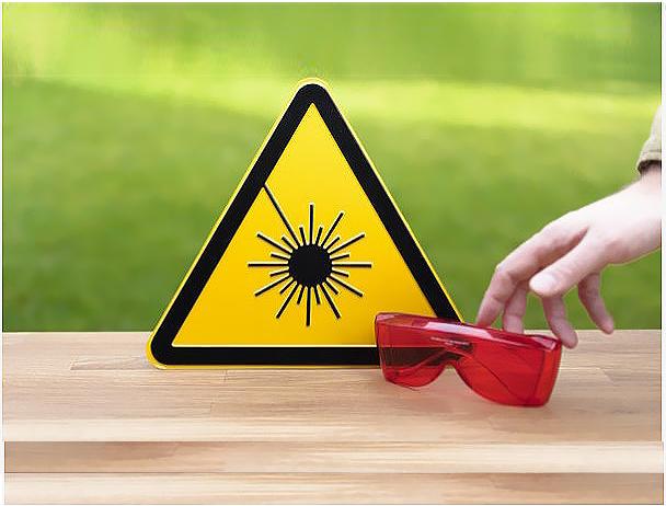 sicurezza-laser Автоматическая маркировка табличек с системой этикетирования