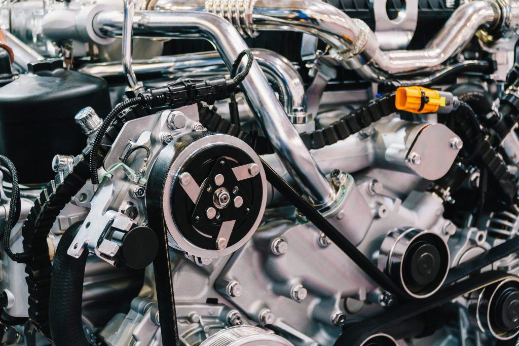 truck-engine-motor-components-in-car-service-inspe-84W6SYK-scaled-1-1024x683 Лазерная гравировка в литейной промышленности
