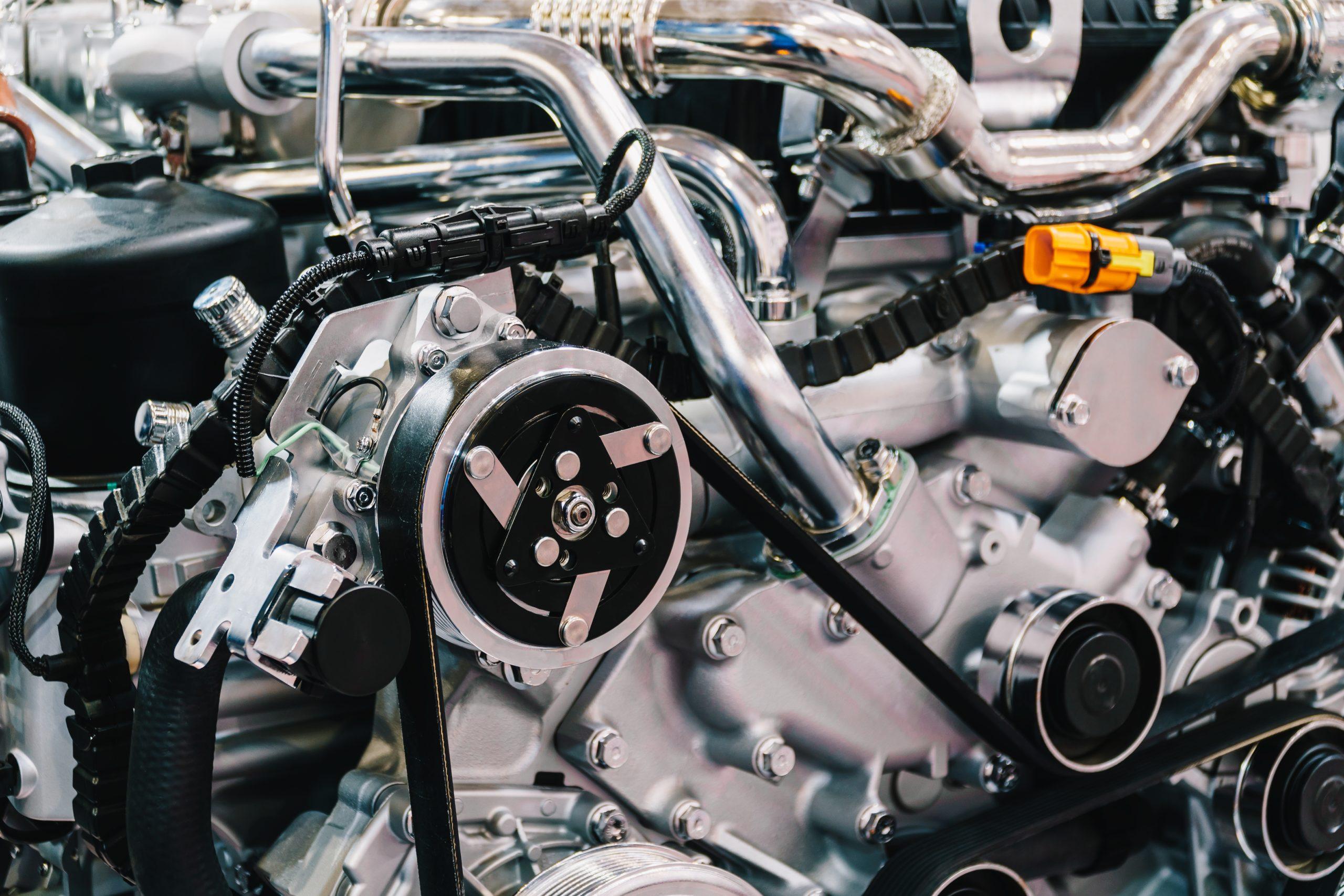 truck-engine-motor-components-in-car-service-inspe-84W6SYK-scaled-1 Автоматическая маркировка табличек с системой этикетирования