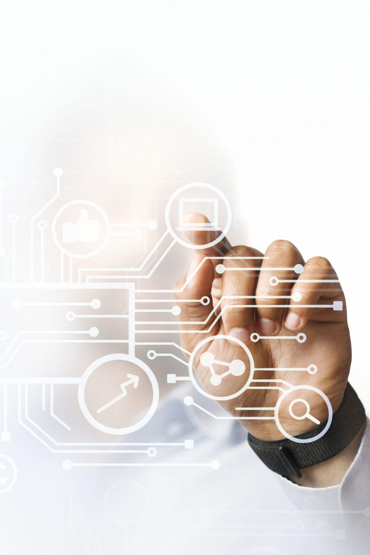 businessman-pointing-at-his-business-presentation-on-the-high-technology-digital-screen-scaled-1 Индустрия 4.0: почему предприятиям необходима цифровая трансформация