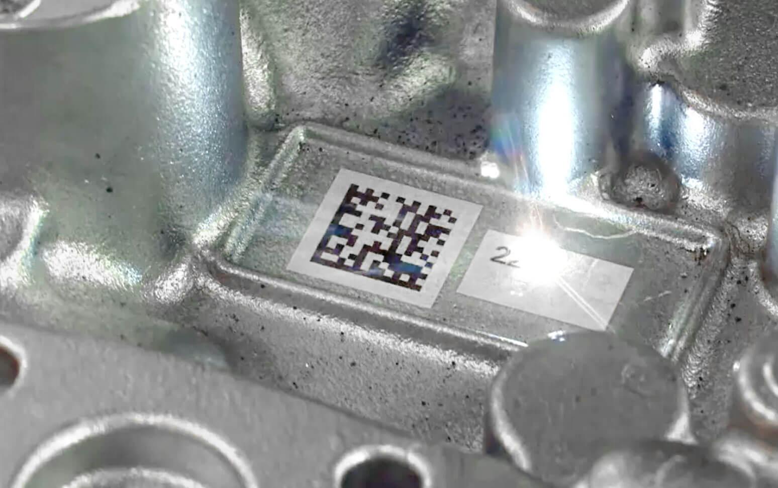 marcatura-laser-pressofuso Автоматическая маркировка табличек с системой этикетирования